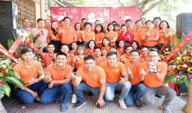 Niềm vui củacánbộ nhân viên FPT Telecom Quảng Ninh chính lànụ cười của khách hàng.